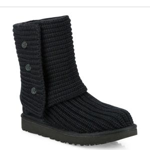 🗣 Black Classic Cardy Uggs🗣